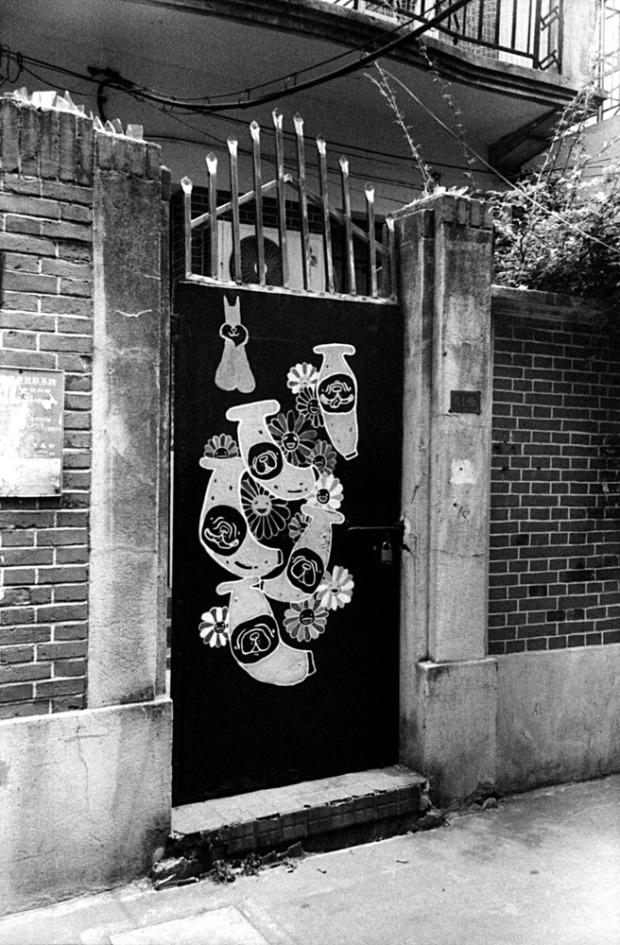 alley door art